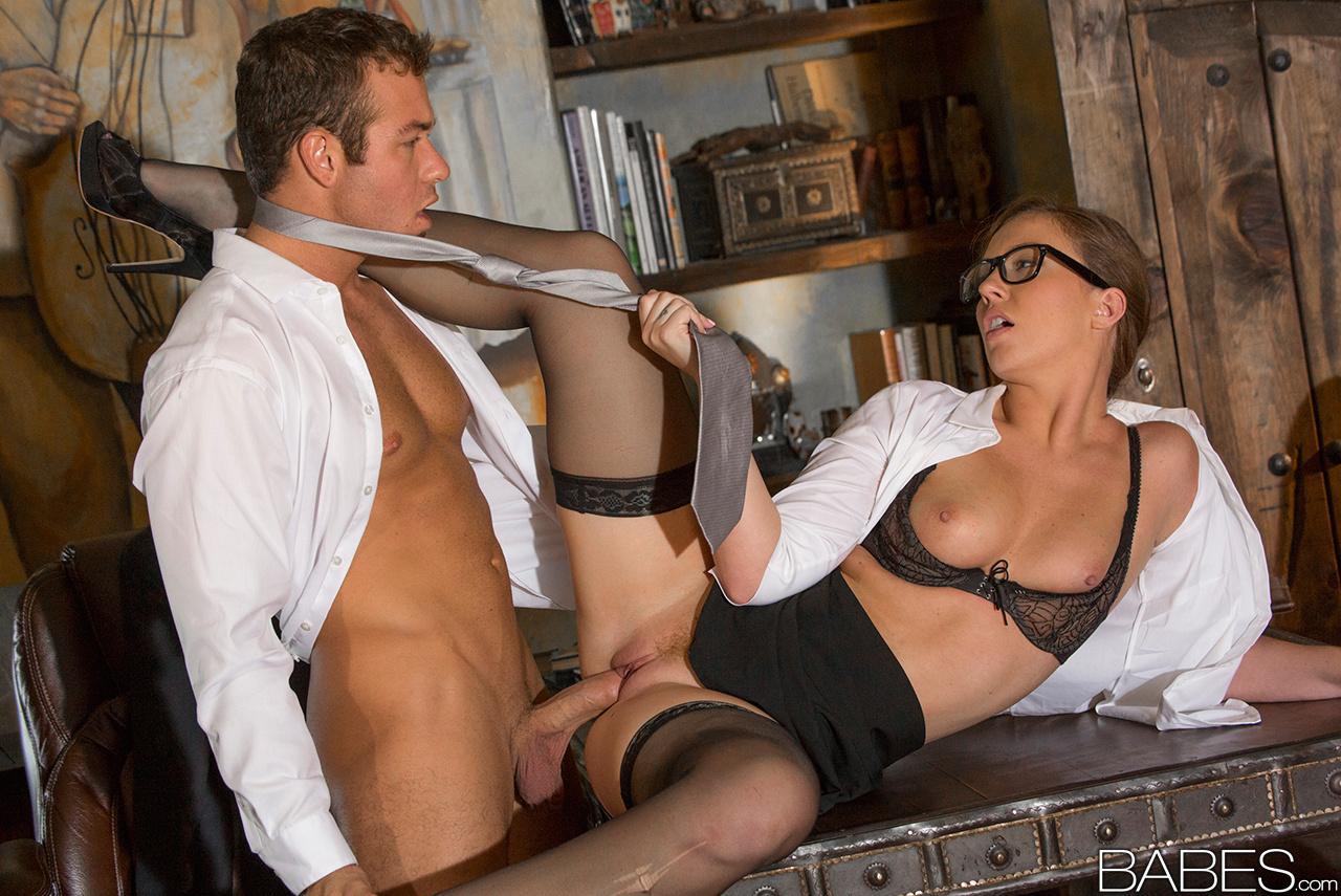 Рабочие и хозяйка порно, Двое рабочих трахнули хозяйку порно видео онлайн 2 фотография